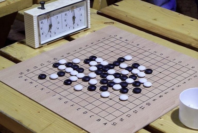 Gomoku game